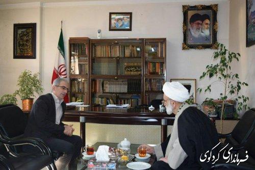 حجه الاسلام شاعری امام جمعه کردکوی با جمالی فرماندار در محل کارش دیدار و گفتگو کردند.