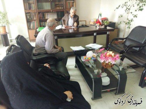 فرماندار کردکوی با تعدادی از شهروندان مراجعه کننده به فرمانداری دیدار و گفتگو کرد