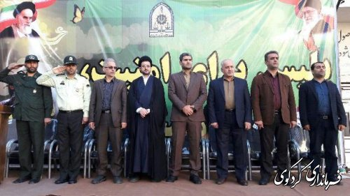 صبحگاه مشترک نیروهای نظامی و انتظامی شهرستان کردکوی با حضور فرماندار برگزار شد