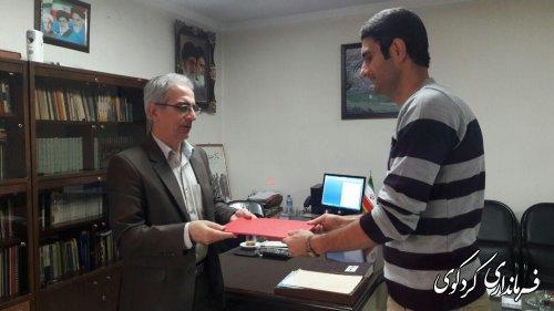 هانی روشن بین از مربیان والیبال کردکوی از سوی جمالی فرماندارکردکوی تقدیرشد