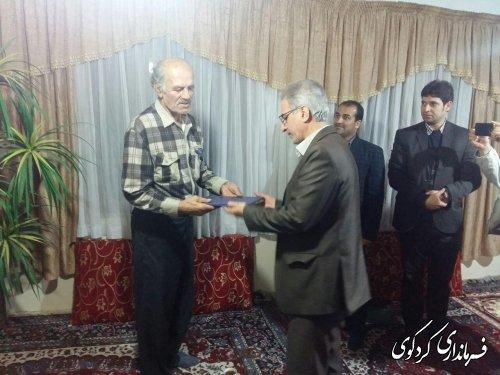 دیدار فرماندار و بخشدار مرکزی کردکوی با قهرمان کشتی ایران