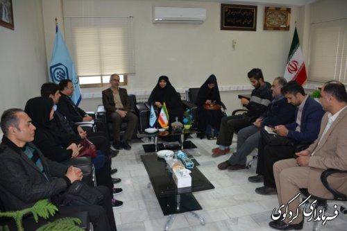 فرماندار کردکوی بهمراه تعدادی از فعالان رسانه, از  مدیران زن در ادارات شهرستان تقدیر کرد