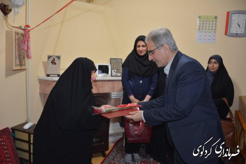 تجلیل فرماندار از مادر شهید محمد علی حجازی