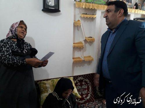 دیدار قدمنان فرماندارکردکوی با یک خانواده نیازمند شهرستان کردکوی