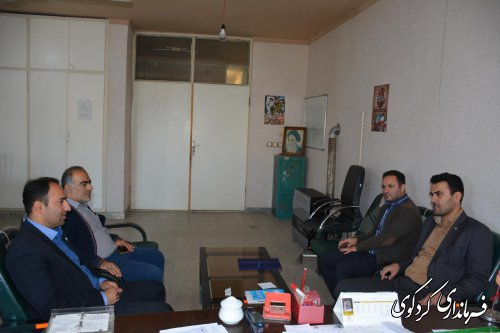 تجلیل از تلاشها و زحمات پرسنل اداره پست و دامپزشکی شهرستان