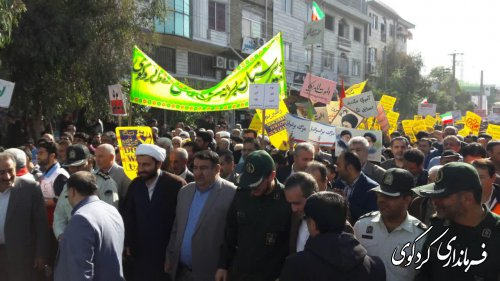 راهپیمایی دشمن شکن اقشار مختلف مردم در شهر کردکوی برگزار شد