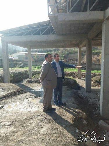 فرماندارکردکوی از مدرسه شش کلاسه مرحوم خان بیکی روستای بالاجاده بازدیدکرد