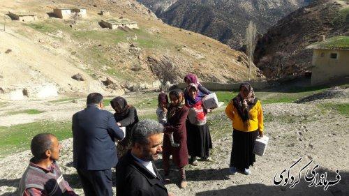 ۱۰۰ بسته مواد غذایی و امدادی بین آسیب دیدگان روستاهای مناطق کوهپایه ای توزیع شد.