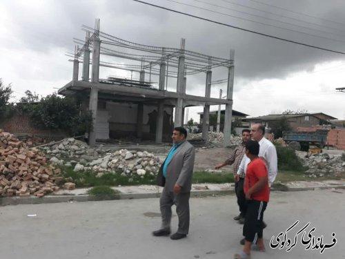 بازدید میدانی فرماندار کردکوی از روند ساخت مسکن در روستای سیل زده حاجی آباد دشت
