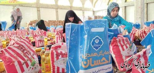 توزیع ۱۷۰۰۰۰ بسته معیشتی استان از کردکوی/ کمک های مومنانه همچنان در شهرستان کردکوی ادامه دارد.
