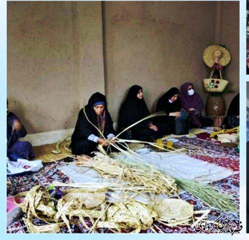 اعضای اتاق فکر اشتغال حوزه زنان و خانواده فرمانداری کردکوی از مرکز تخصصی حصیربافی بازدید کردند