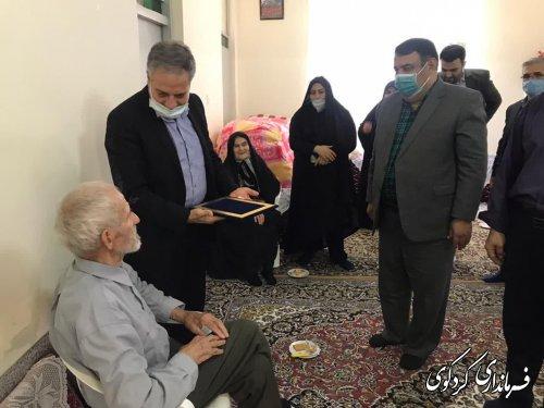 معاون سیاسی امنیتی و اجتماعی استاندار  به اتفاق قدمنان فرماندار کردکوی با  خانواده شهید شریفی دیدارکردند