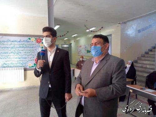 فرماندار کردکوی در نخستین ساعت شروع رای گیری، رای خود را به صندوق انداخت.
