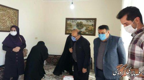 فرماندار کردکوی از بانو کیمیا مهدوی که حائز رتبه ۳۷۱ درکنکور سراسری سال تحصیلی ۹۸_۹۹  تجلیل کرد.