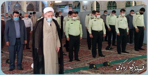ظهر امروز جمعه ابراهیم قدمنان فرماندار کردکوی با حضور خود  در مصلی کردکوی در جمع نمازگزاران حاضر شد