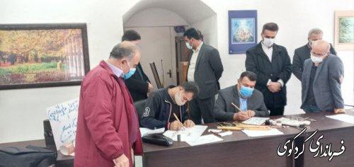 بازدید فرماندار از ورکشاپ خطاطی به مناسبت هفته بسیج