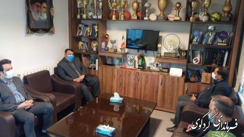 چمن مصنوعی زمین فوتبال و پیست دو و میدانی تختی شهر کردکوی تا پایان خرداد ماه به بهره برداری می رسد .