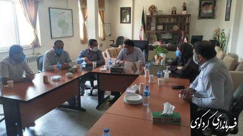 اعضای شورای اسلامی و دهیار روستای یساقی با فرماندار و  بخشدار مرکزی